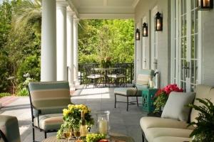 Catlin-back porch