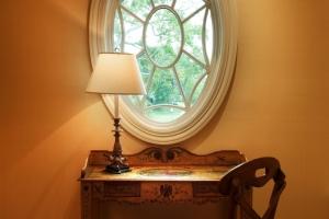 Catlin-oval window